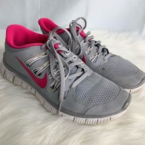 Nike tennis shoes athletic shoes